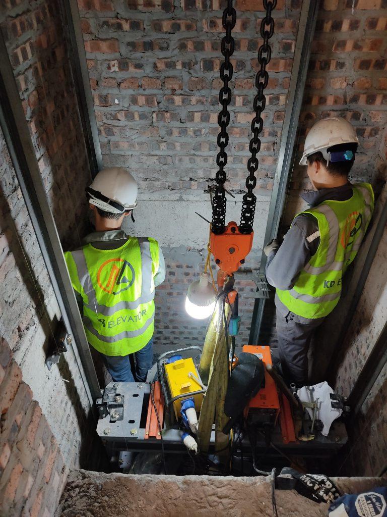 Quá trình lắp ray dẫn hướng thang máy 350kg FUJI liên doanh